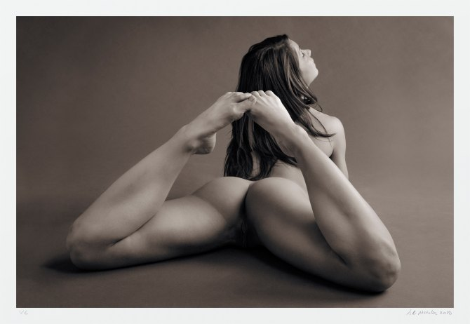 "Erotic art photography. Limited edition ""L'origine del mondo"""